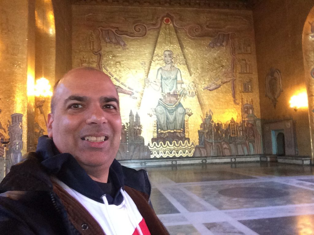 Sergio at the Golden Hall, in the City Hall