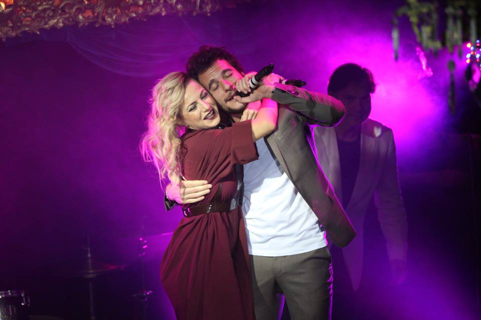 Poli and Amir sing together in London